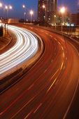 Freeway traffic on the city (car blur mo — 图库照片