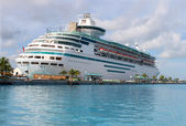 Cruise ship in Nassau harbour — Stock Photo