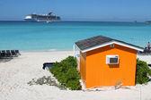 Colorful Cabana on tropical beach — Stock Photo