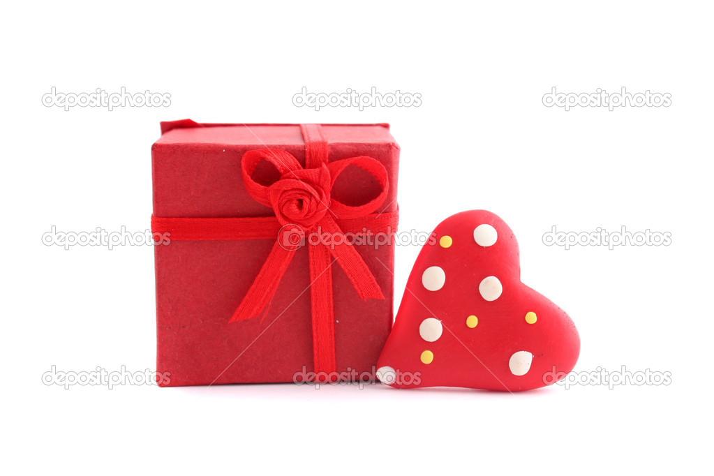 Red Valentine heart and present on a white background — Stock Photo #1980045