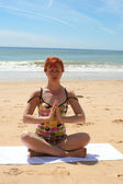 Stranden yoga 1 — Stockfoto