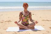 Plaj yoga 4 — Stok fotoğraf