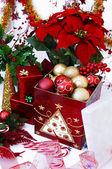 Kerstboom ornamenten in het vak — Stockfoto
