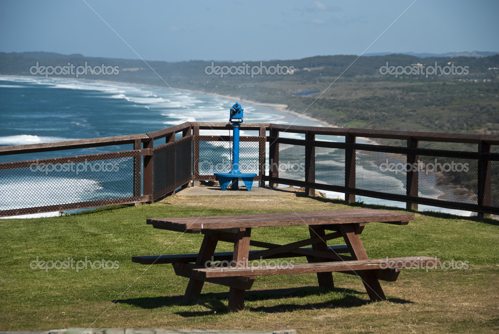 A bench above the wonderful seaside scenario of Byron Bay — Stock Photo #1256404