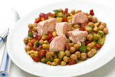 Chickpea salad with salmon — Stock Photo