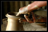 The skillful hands of a potter. — Stock Photo