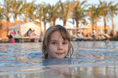 Little girl in pool — Stock Photo