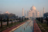 Taj Mahal at sunrise — Stock Photo
