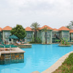 Swimming pool near VIP villas — Stock Photo #1297987