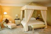 Bedroom in luxury hotel, Dubai, UAE — Stock Photo