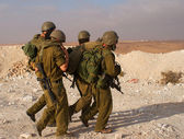 Israeli soldiers excersice in a desert — Stock Photo