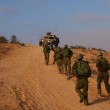 Israeli soldiers excersice in a desert — Stock Photo #1267395