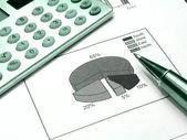 Diagram, pen and calculator (green) — Stock Photo