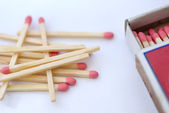 Matches and matchbox — Stock Photo