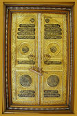 Gold door — Stock Photo