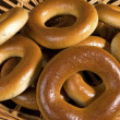 Bagels on wicker plate — 图库照片