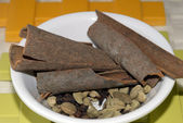 Cinnamon and cardamom assorted condiment — Foto de Stock
