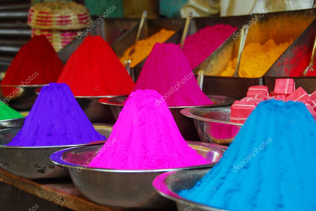 Color powder on sale to celebrate Holi Festival — Stockfoto #1330686