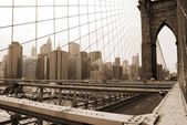 Brooklyn bridge e manhattan horizonte em nova yor — Fotografia Stock