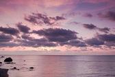 Amanecer de mar con hermosas nubes — Foto de Stock