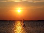 Windsurfing při západu slunce — Stock fotografie