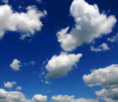 Beatiful white clouds on a blue sky — Stock Photo