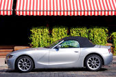 BMW Z4 luxury car in the city — Stock Photo