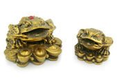 Statuette of two frogs with chinks isola — Stock Photo