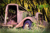 Very rusty old car — Stock Photo