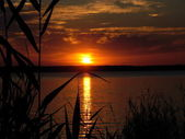 Crimson sundown on lake — Stock Photo