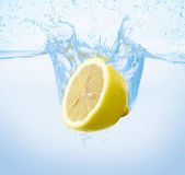 Lemon in the water — Stock Photo