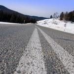 Dangerous turn on mountain road — Stock Photo #1293783
