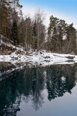 Nonfreezing Blue lake in Mountain Altai — Stock Photo