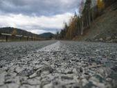 Triste camino a las montañas — Foto de Stock