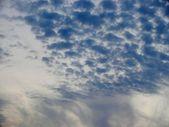 波纹在天空上的乌云 — 图库照片