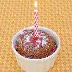 Cupcake und brennende Kerze — Stockfoto
