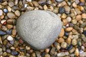żwirowa i duży kamień — Zdjęcie stockowe