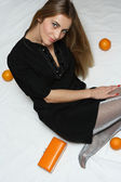 Menina com laranjas — Fotografia Stock