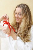 The girl with the present — Stock Photo