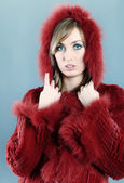Woman in fur winter coat — Stockfoto