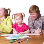 niños con dibujo — Foto de Stock