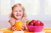 Child with fruits — Stock Photo