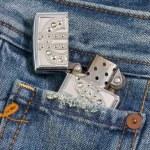 accendino in jeans tasca — Foto Stock