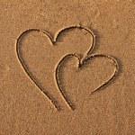 Hearts drawn on sand — Stock Photo