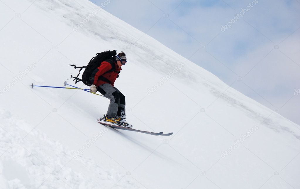 Skier running down the slope — Stock Photo #1302811