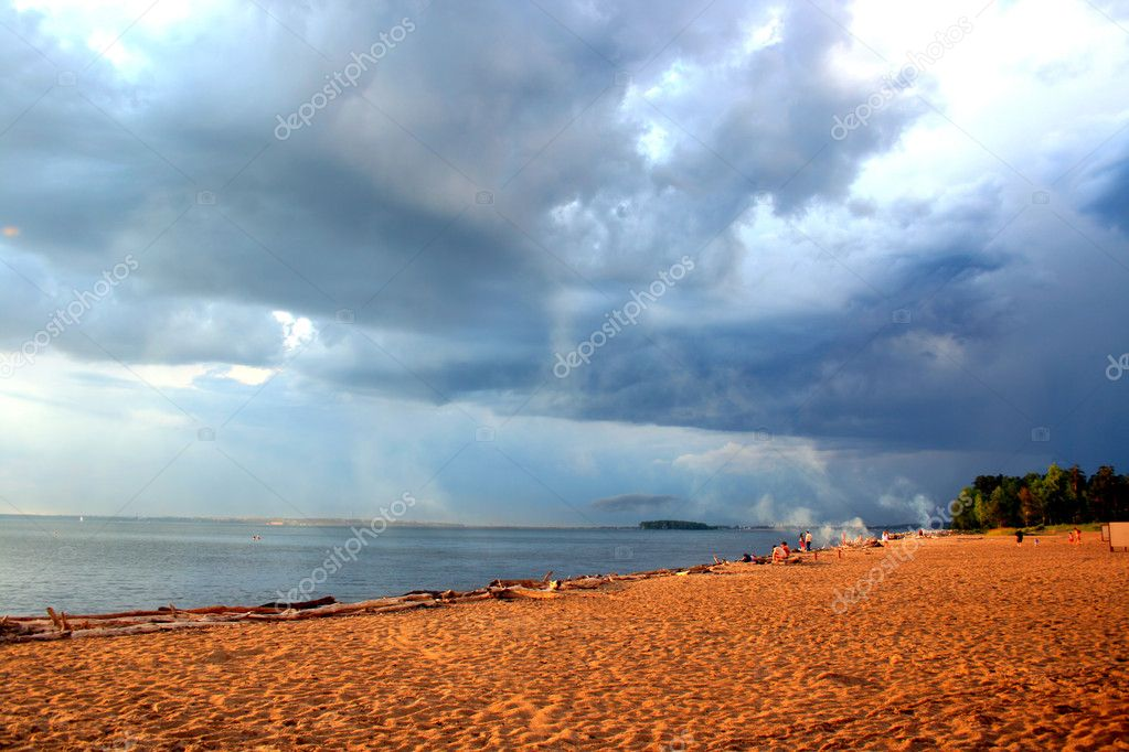 Empty evening beach with dramatic sky — Stock Photo #1656978