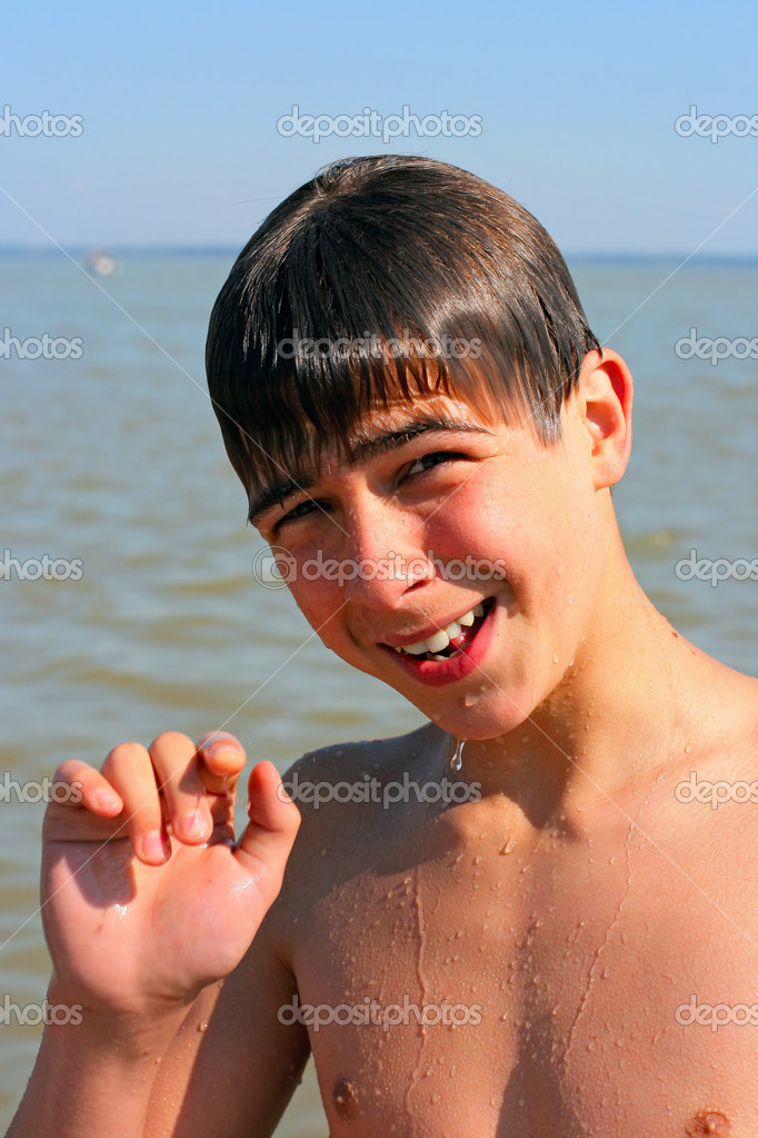 Smiling and wet boy stand near the water — Stock Photo #1791258