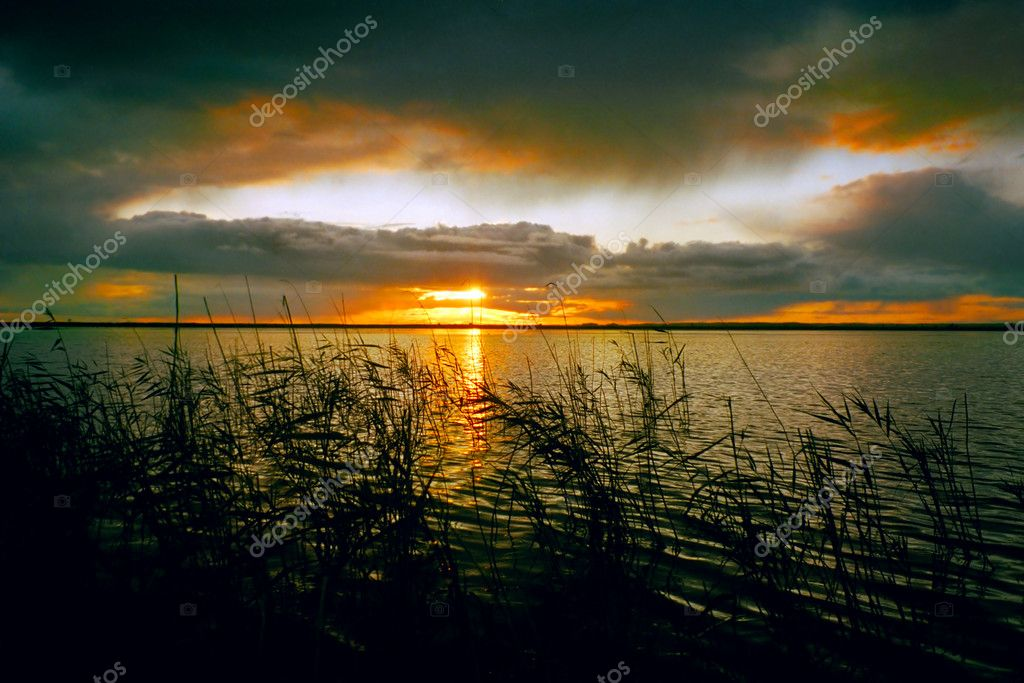 Sunset landscape at the lake in Siberia — Stock Photo #1945727