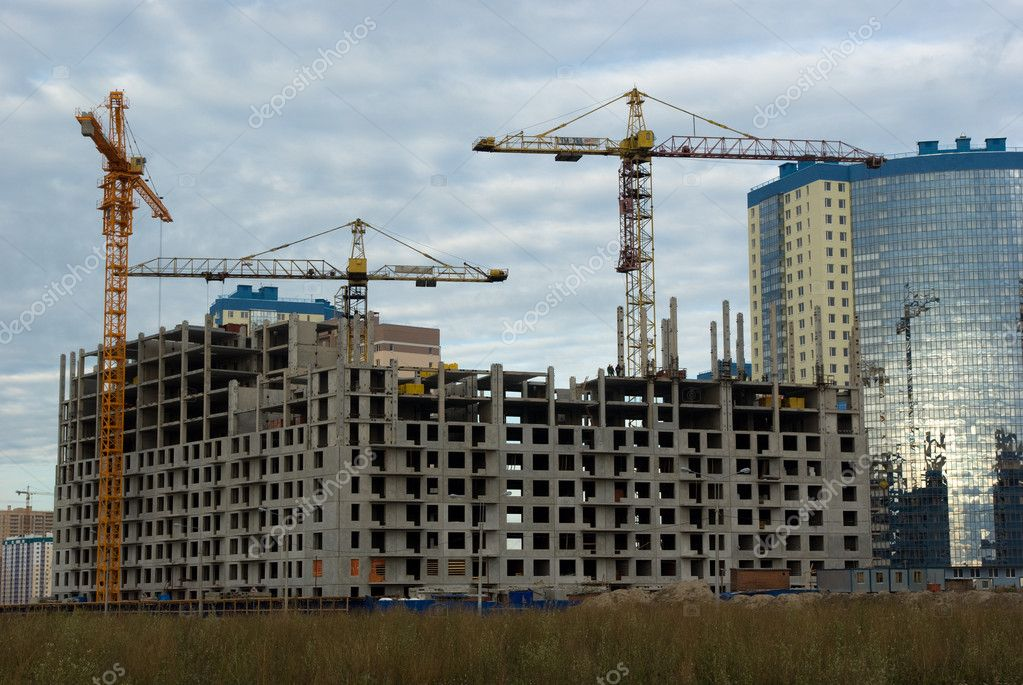 Under construction residential house in Saint-Petersburg, Russia — Stock Photo #1314400
