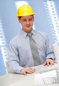 Giovane architetto sta lavorando — Foto Stock